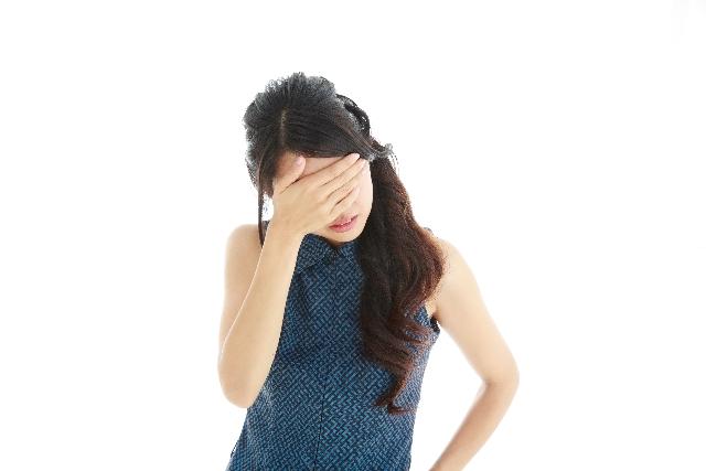 人間関係、対人トラブルで頭を悩ませる女性