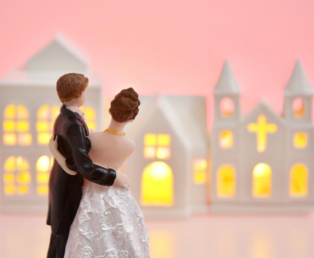 結婚した男女のしあわせな景色