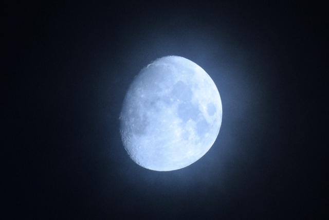月が満ち欠けする写真