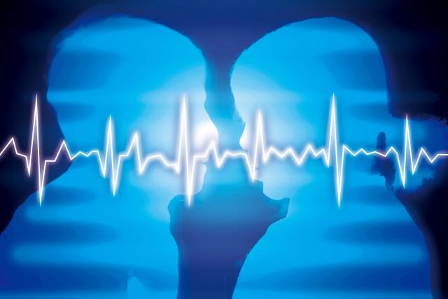 相談者の潜在意識にチャネリングを行う占い師のイメージ