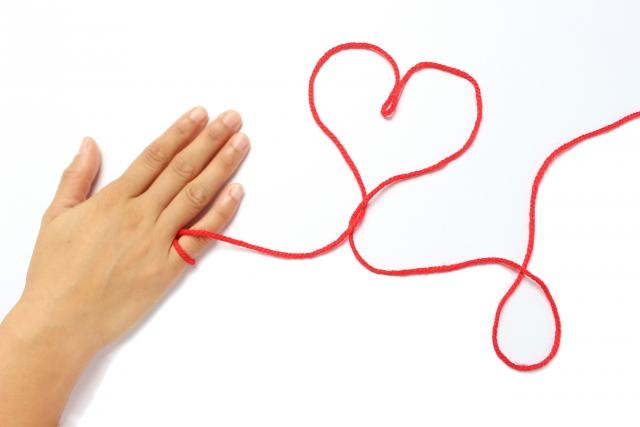 運命の赤い糸と縁結びのイメージ