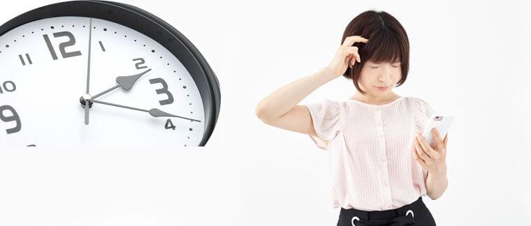 電話鑑定の所要時間に頭を悩ませる女性のイメージ