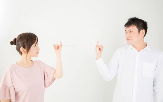 互いの相性を確かめ合うカップル