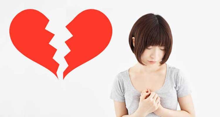 失恋して傷ついている女性