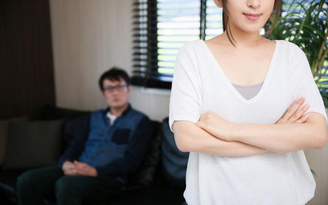 彼氏の態度に浮気を疑う彼女