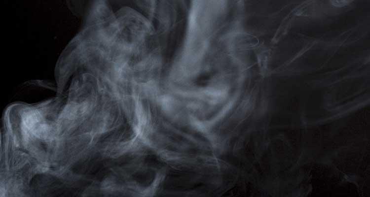 お香の煙が漂うイメージ